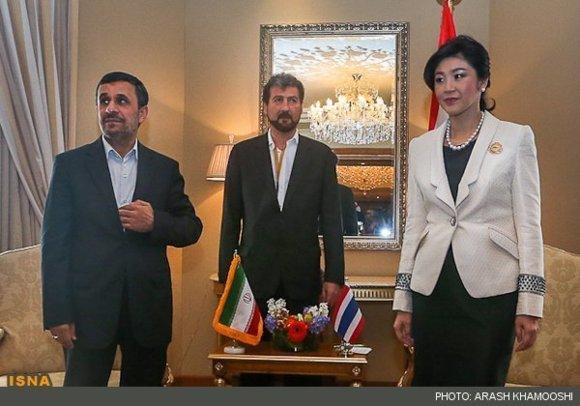 دیدار جالب خانم نخست وزیر تایلتد و محمود احمدی نژاد+عکس