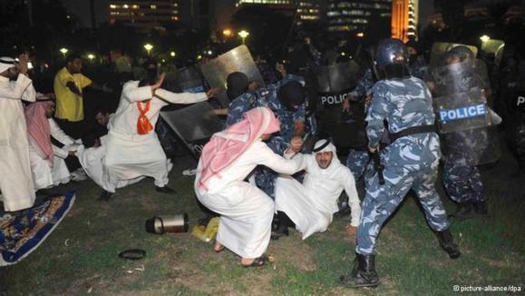 تظاهرات مخالفان قانون انتخابات در کويت به خشونت کشيده شد