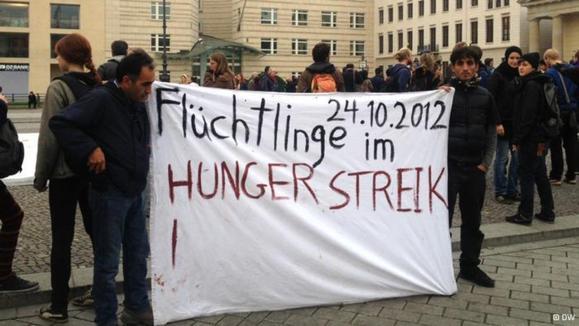 تحصن و اعتصاب غذای دهها پناهجو در برلین