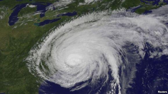 شرق آمريکا به دلیل نزدیک شدن توفان سندی به حال تعطیل در آمد