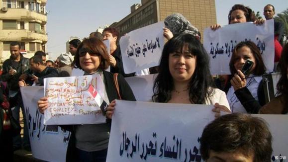 دولت مصر با مزاحمان زنان در خیابانها برخورد میکند