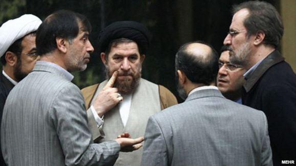 ادامه جنجالها بر سر طرح سوال مجلس از محمود احمدینژاد