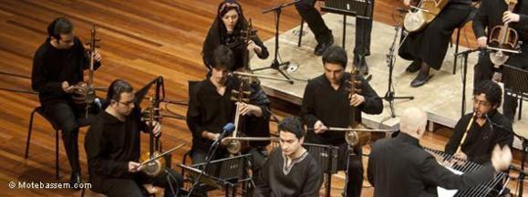 صحنهای از کنسرت سیمرغ بهرهبری هومن خلعتبری در هلند