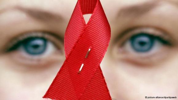 ایران؛ممنوعیت ورود کاندوم، حذف روز جهانی ایدز و کودکان مبتلا