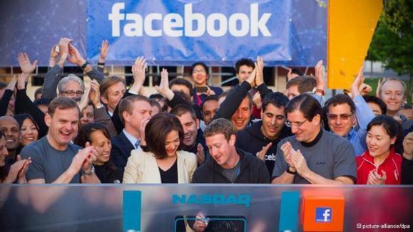 حوصله فیس بوک از دمکراسی سر رفته است