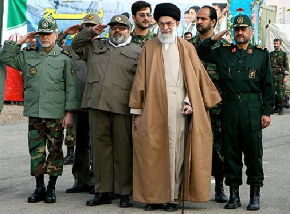 احمدینژاد: سپاه بخشی از اموال خود را واگذار کند