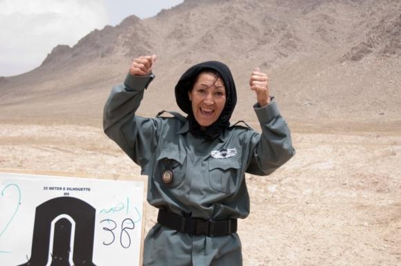 در حمله یک پلیس زن افغان 'مشاور غیرنظامی آمریکایی' کشته شد