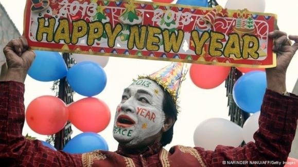 جشن سال نو در هند. در این کشور از مردم خواسته شده در مراسم سال نو به یاد دختر قربانی تجاوز یک شمع روشن کنند