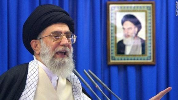 شاهکار جدید تهرانیها؛خوشبو کننده ماشین با عکس خامنه ای!
