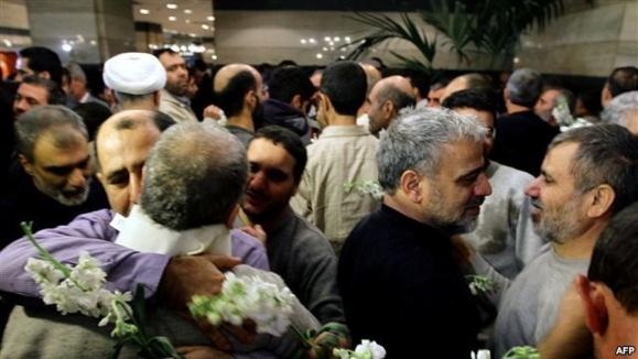 ماموران ایرانی آزاد شده در سوریه وارد تهران شدند