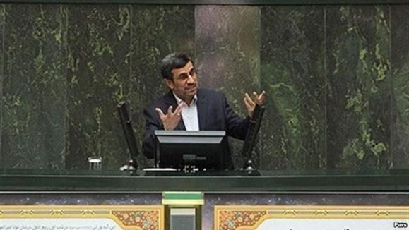 احمدی نژاد: تحریم ها «مشکل آفرین» شده اند