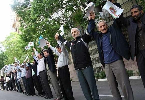 تجمع کارگران کشت و صنعت کارون شوشتر در مقابل دفتر ریاست جمهوری شش روزه شد