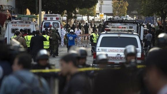 انفجار در دفتر مرکزی شرکت نفت مکزیک بیش از بیست کشته برجای گذاشت