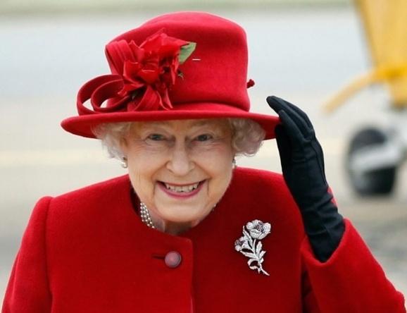 ملکه الیزابت دوم پس از ۲۴ ساعت درمان در بیمارستانی در لندن به کاخ خود بازگشت