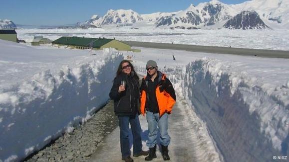 بروسارد و همکارش در قطب جنوب