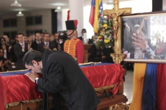 یک نماینده : اشک ریختن برای مردم کشور مهمتر از اشک ریختن در ونزوئلا است/ انتقاد از رشد اقتصادی منفی 4 در بودجه