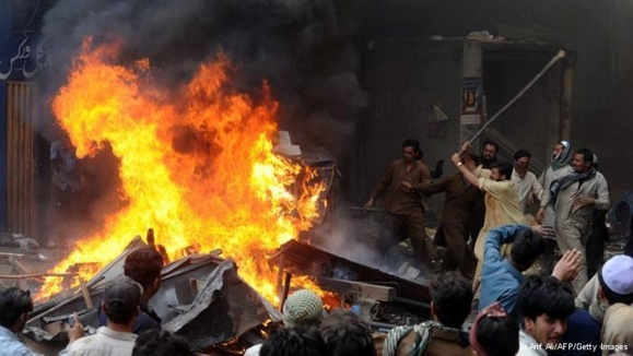 چند خانه متعلق به شهروندان مسیحی لاهور در روز شنبه به دست مسلمانان متعصب به آتش کشیده شدند