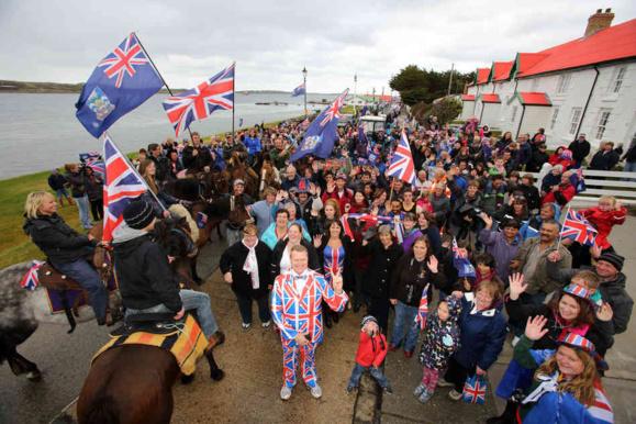 ساکنان جزایر فالکلند رای دادند که در قلمرو بریتانیا باقی بمانند+عکس