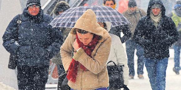 ریزش ۲۴ ساعته برف بخشهایی از اروپا را فلج کرد