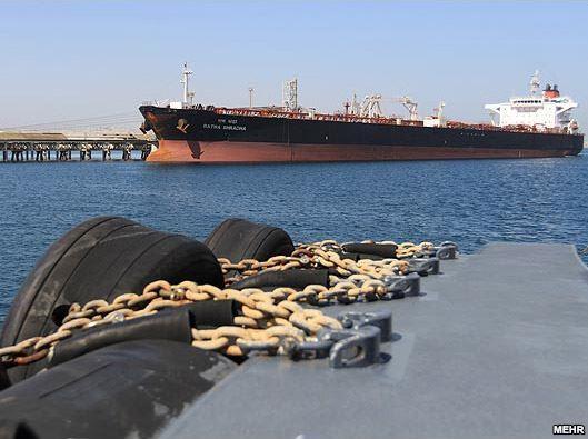 پهلوگیری «نخستین» نفتکش چینی پس از تحریمهای اروپا در ساحل ایران