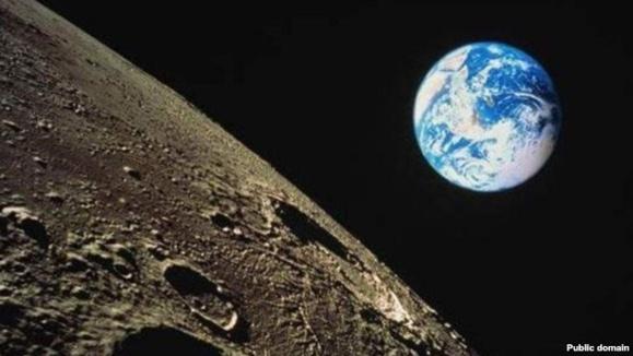 کره زمين و ماه به مرور از يکديگر فاصله می گيرند