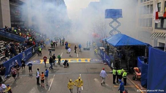 سه کشته و دهها زخمی در انفجار دو «بمب» در ماراتن بوستون