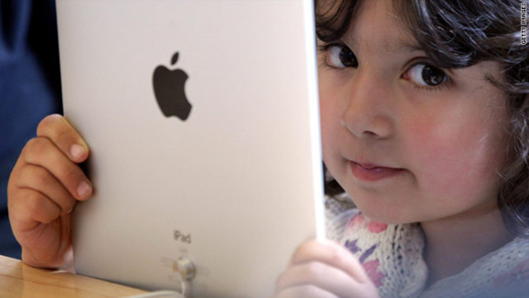 یک چهارم عمر کودکان جلوی مانیتورها خواهد گذشت
