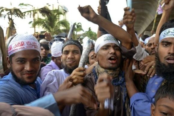 تظاهرات خشونتآمیز و خونین اسلامگرایان در بنگلادش+عکس