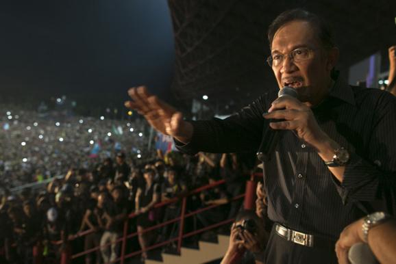 چهل هزار مالزيايی عليه نتايج انتخابات پارلمانی اين کشور تظاهرات کردند