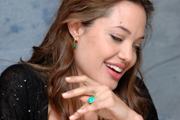 آنجلينا جولی پستانهای خود را برداشت