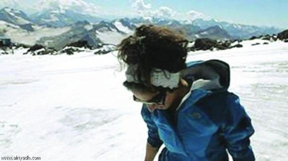 یک دختردانشجوی ۲۵ ساله سعودی، اورست بلندترین قله جهان را فتح کرد