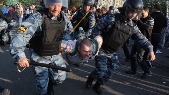 هزاران نفر در مسکو علیه سیاستهای ولادیمیر پوتین راهپیمایی کردند