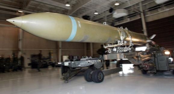 آمریکا در باتلاق هسته ای ایران گرفتار شده حتی با قدرت بمب های جدید سنگر شکن/حمبد ذاکری