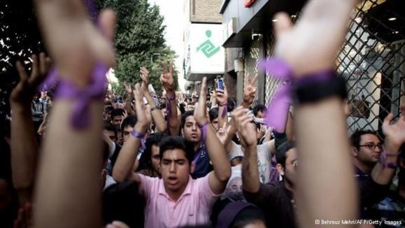 بسیاری از وبلاگنویسها و کاربران شبکهی مجازی نوشتند که امید از دست رفته از سرکوب جنبش سبز را دوباره پیدا کردند.
