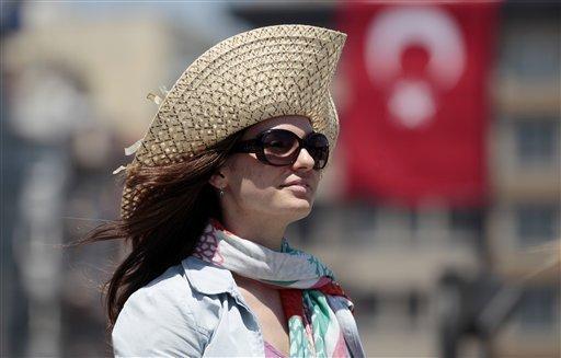 دولت ترکیه شکل جدید اعتراضها موسوم به «مرد ایستاده» را مسالمتآمیز دانست