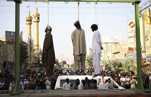 خطر قریب الوقوع بودن اعدام بیش از بیست زندانی اهل سنت در زندانهای ایران