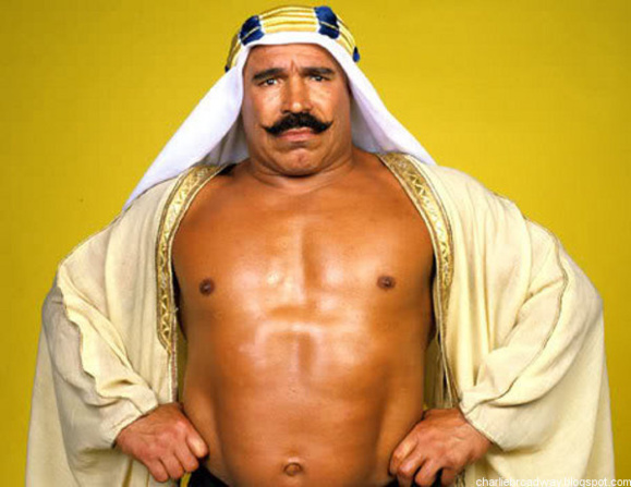 قهرمان سابق کشتی نمایشی ملقب به شیخ آهنین، زانوی ایستادن ندارد