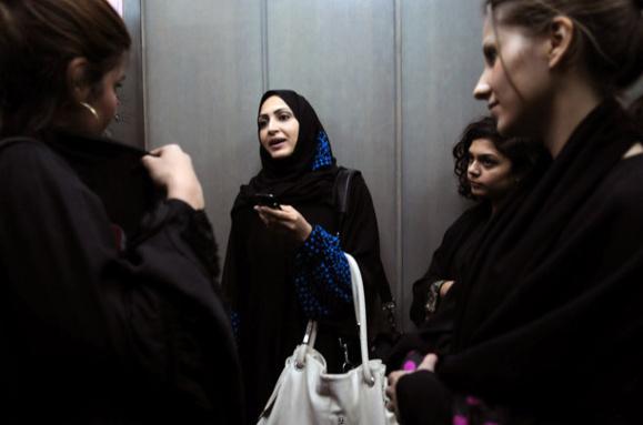 گزارشی از کارکنان زن و مرد سعودی شاغل در شرکت چند رسانه ای و خصوصی روتانا در شهر الریاض+ عکس