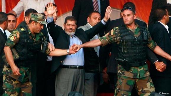 اضافه بر حبس محمد مرسی دستور بازداشت 300 عضو اخوان المسلین صادر شد