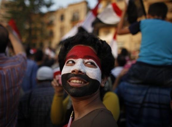 درود بر شرف ملت بزرگ مصر که هیچ رنگی ندارند