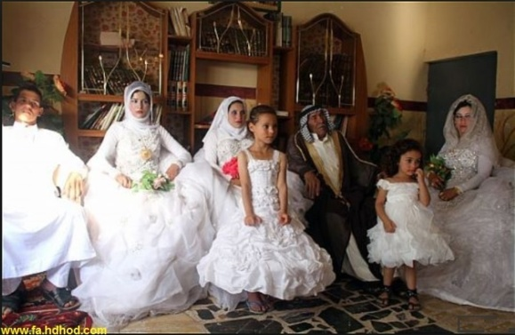 ازدواج پیر مرد 92 ساله عراقی همزمان با جشن عروسی نوه های خود با یک دختر 22 ساله