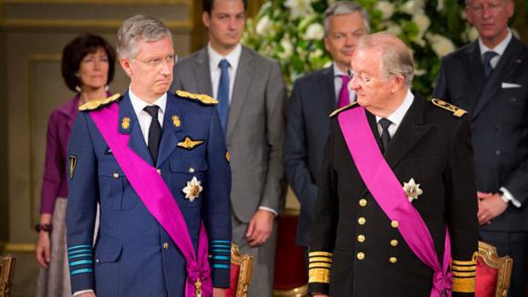 آلبرت دوم پادشاه بلژیک بسود فرزندش فیلیپ، از سلطنت کناره گیری کرد