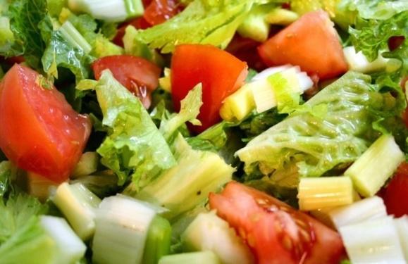 سبزیجات و سالادها را چگونه خوشمزه تر کنیم