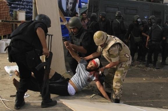 روز خونین مصر: ۲۳۵ کشته در جریان سرکوب هواداران مرسی