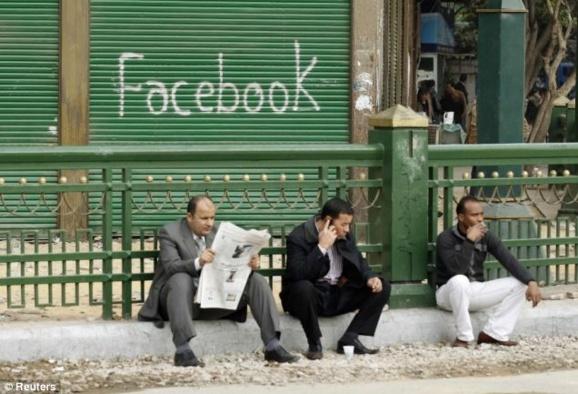 درخواست دولتها از فیسبوک درباره اطلاعات دهها هزار کاربر
