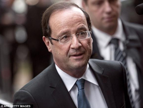 فرانسوا اولاند رئیس جمهور فرانسه می گوید حسن روحانی میخواهد در مورد سوریه با من گفتوگو کند