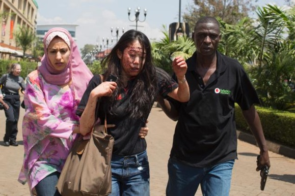 گروگانگیری وتبادل أتش  بین پلیس و تروریستها در یک مرکز تجاری در نیروبی همچنان ادامه دارد