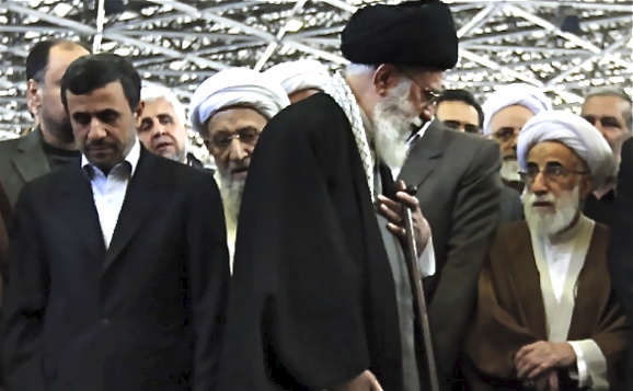 محمود احمدینژاد:  رهبر از موضع ضعف تاکتیک نرمش قهرمانانه را طرح کرد تا در آینده ذلیل نشود