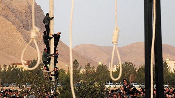 تجمع خانوادهها برای جلوگیری از اعدام زندانیان اهل سنت در ایران