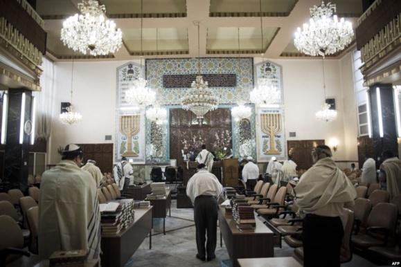 حسن روحانی یکی از چهره های یهودی ایرانی را بهمراه خود به نیویورک برد وهم اینک گزارشهایی از آزادی مذهبی یهودیان  و حضور آن ها در کنیسه ها منتشر شده است
